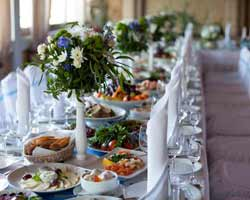 Wedding Gift Etiquette Opening : bridal brunch ideas before a couple s wedding day