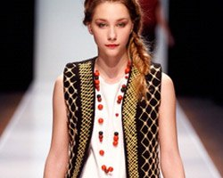 Beaded Necklaces: Runway's Fashion Obsession