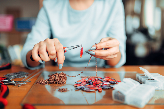 How Does an Online Jewelry Design Course Work?